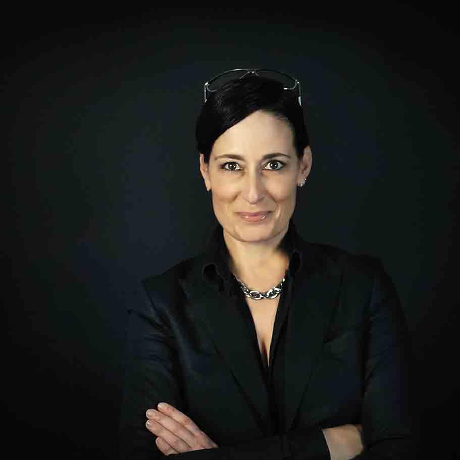 Porträt Nadine Dlouhy